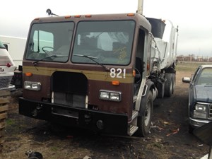 Peterbilt 320 - Salvage 40517