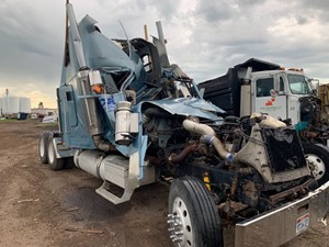 Freightliner FLD132 XL CLASSIC - Salvage 60919