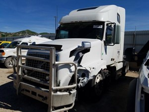 Volvo VNL - Salvage 81120