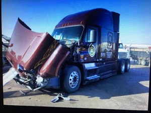 Freightliner Cascadia 125 - Salvage 12520