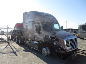 Freightliner Cascadia 125 - Salvage 91420