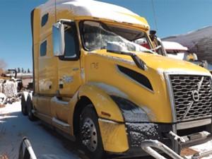 Volvo VNL - Salvage 40521