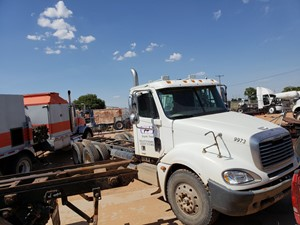 Salvage Heavy Duty Freightliner COLUMBIA 120 Trucks | TPI