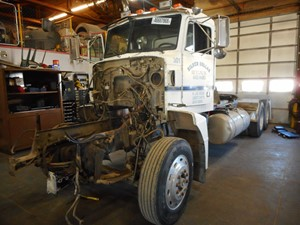 Peterbilt 377 - Salvage 308596