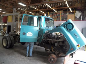 Ford L8000 - Salvage A34339