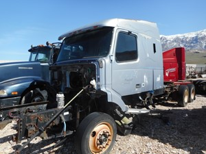Volvo VNL - Salvage 792297