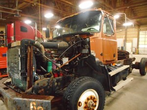 Mack CL713 - Salvage M12369