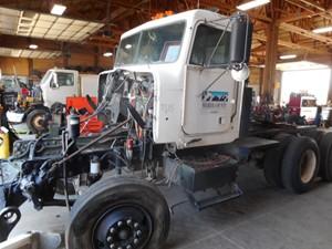 Freightliner FLD - Salvage Z13142
