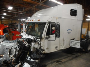 Freightliner COLUMBIA - Salvage AE7145