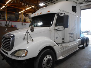 Salvage Heavy Duty Freightliner COLUMBIA Trucks | TPI
