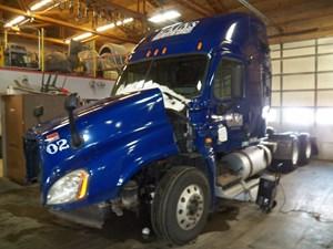 Freightliner Cascadia - Salvage AH3228
