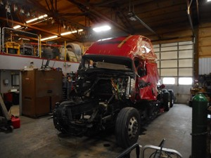 Freightliner Cascadia - Salvage JW7165