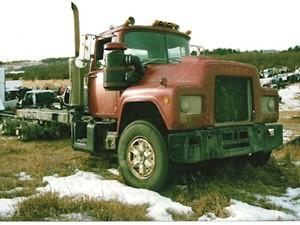 Mack R600 - Salvage 2042-MACK