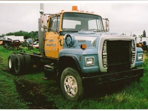 ford l8000 - salvage 1626-ford  truck make