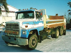 ford l8000 - salvage 1837-ford