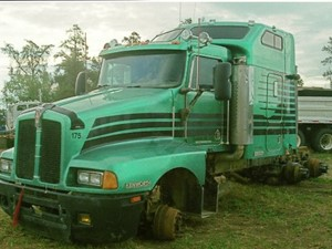 Kenworth T600 - Salvage 1802-KW