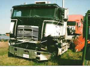Salvage Heavy Duty Freightliner Coe Trucks Tpi