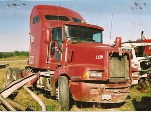 Kenworth T600 - Salvage 651-KW