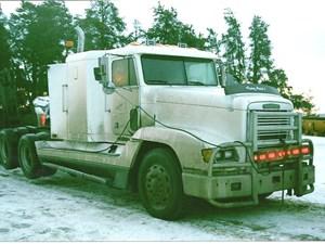Freightliner FLD120 - Salvage 2798-FRTLR