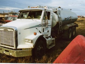 Freightliner FL112S - Salvage 1284--FRTLR
