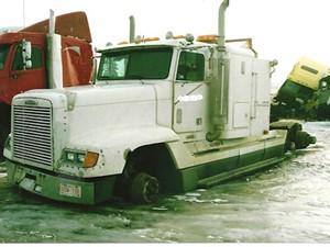 Freightliner FLD120 - Salvage 2043-FRTLR