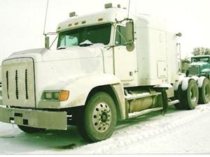 Freightliner FLD120 - Salvage 2064-FRTLR
