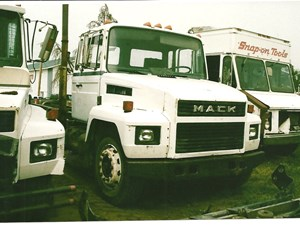 Mack RENAULT - Salvage 2856-MACK