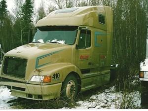 Volvo VNL64T - Salvage 1664-VOLVO