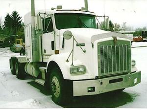 Kenworth T800B - Salvage 2495-KW