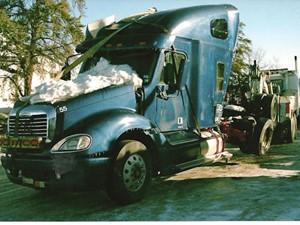 Freightliner COLUMBIA 120 - Salvage 2054-FRTLR