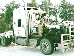 Kenworth T800 - Salvage 2358-KW-TRIDRIVE