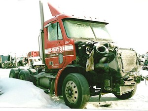 Freightliner COLUMBIA 112 - Salvage 2225-FRTLR