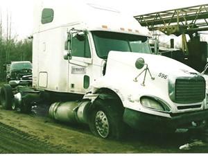 Freightliner COLUMBIA 120 - Salvage 2053-FRTLR
