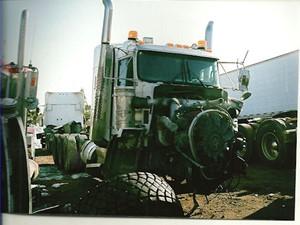 Kenworth T800 - Salvage 2389-KW-TRIDRIVE