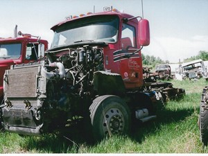 Mack CXU613 - Salvage 2987A-MACK