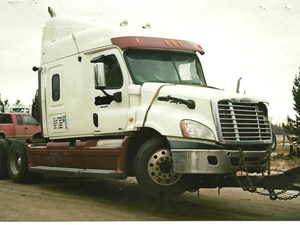 Freightliner Cascadia - Salvage 2944-FRTLR