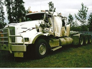 Kenworth T800 - Salvage 2485-KW-TRIDRIVE