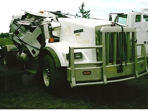 Kenworth T800 - Salvage 2469-KW-TRIDRIVE
