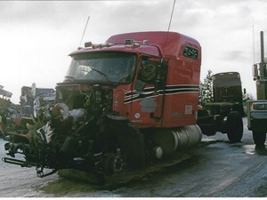 Mack CXU - Salvage 3208-MACK