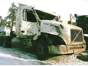 Volvo VN - Salvage 2811-VOLVO