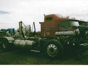 Mack CXU613 - Salvage 3261