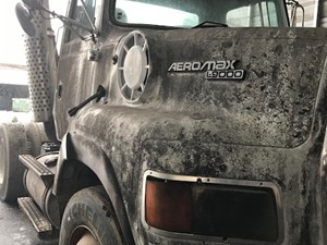 Ford LTA9000 AERO MAX 106 - Salvage 200001