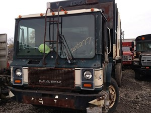 Mack MR688S - Salvage 200277