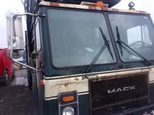Mack LE613 - Salvage 180178