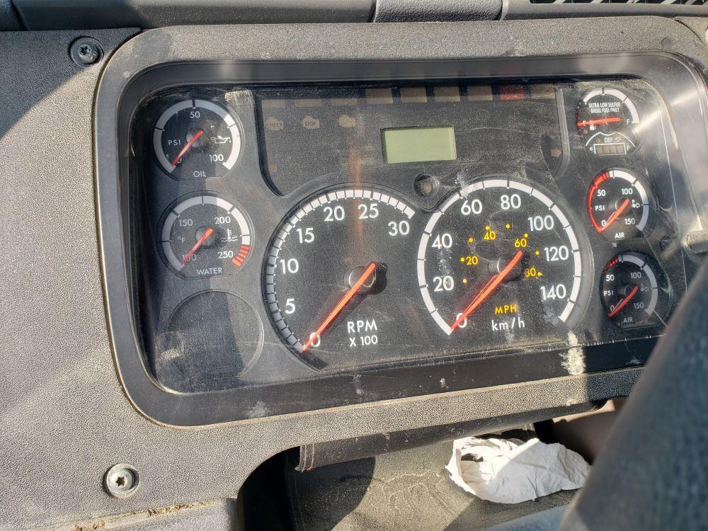 Media 8 for 2012 Freightliner Cascadia 125