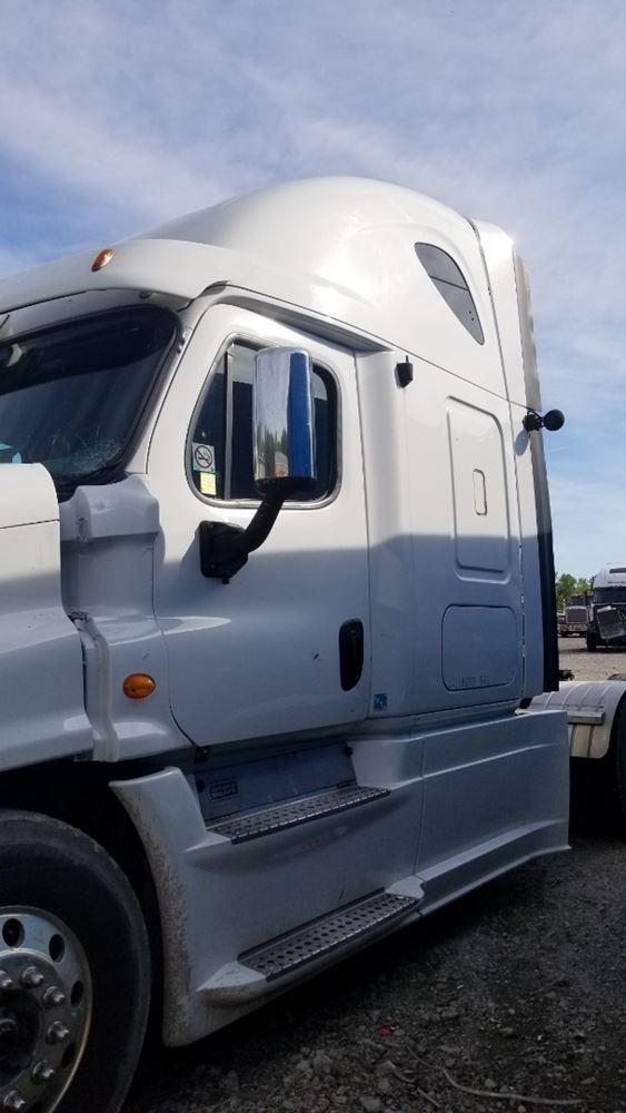Media 8 for 2013 Freightliner Cascadia 125