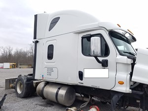 Freightliner Cascadia 125 - Salvage FR-0572