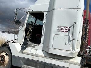 Freightliner FLD120 - Salvage 695345