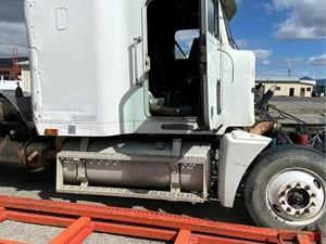 Freightliner FLD120 - Salvage 695353
