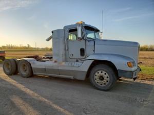 Freightliner FLD120 - Salvage PTP-140